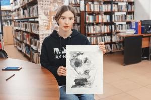 15.09.2021 - Художник Ксения Жуковская подарила библиотеке свою картину
